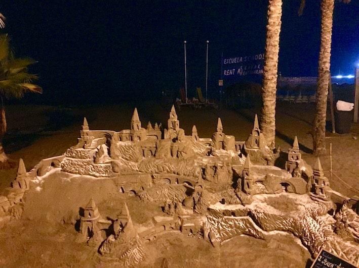 Torremolinos, sandskulpturer på strandpromenaden