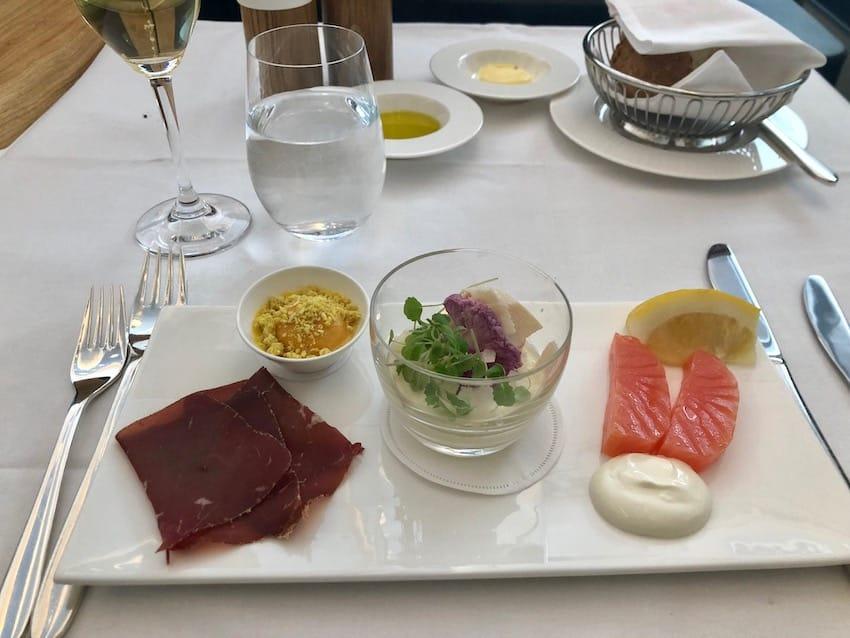 Platte med forretter, Anmeldelse: Swiss First Class fra Zurich til Dubai