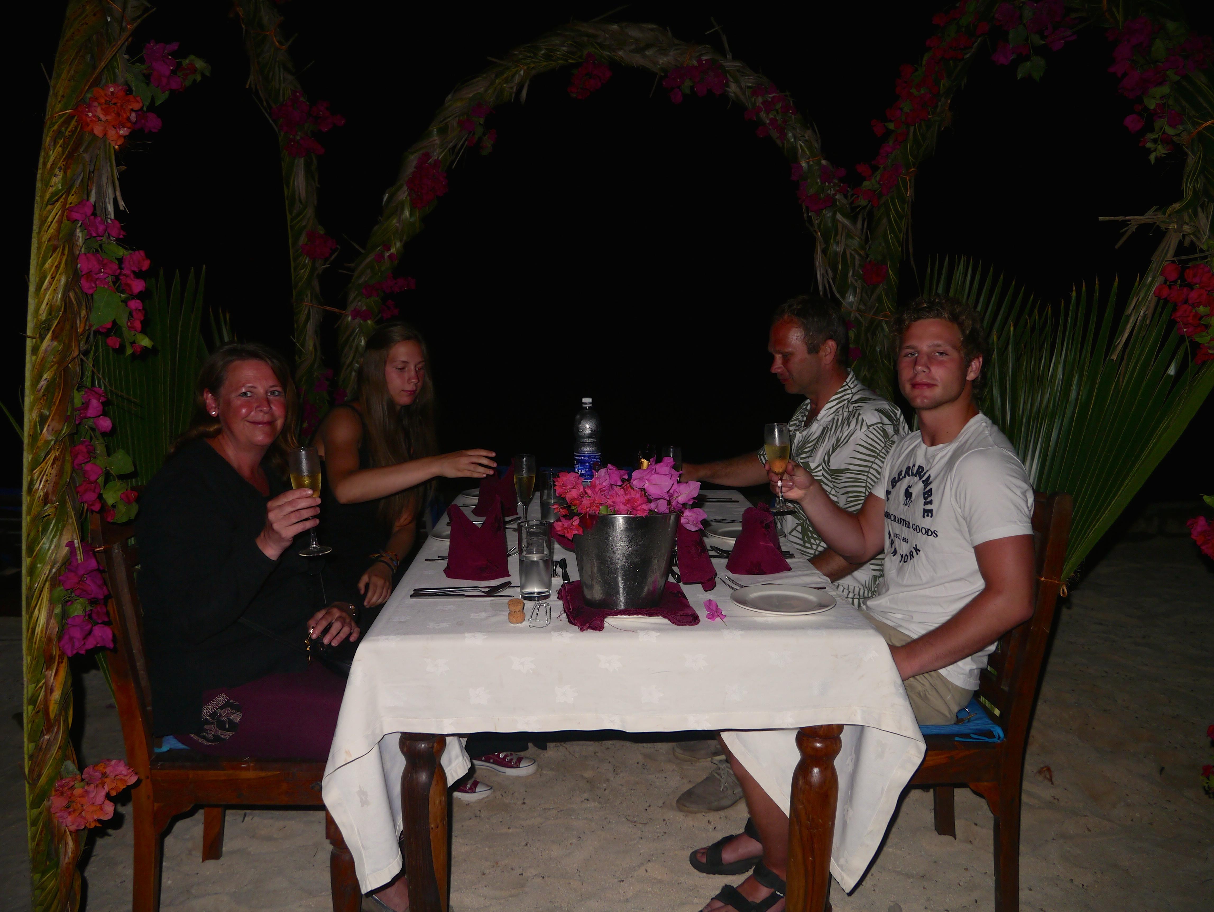 Utendørs måltid, hotel Sultan Sands Zanzibar
