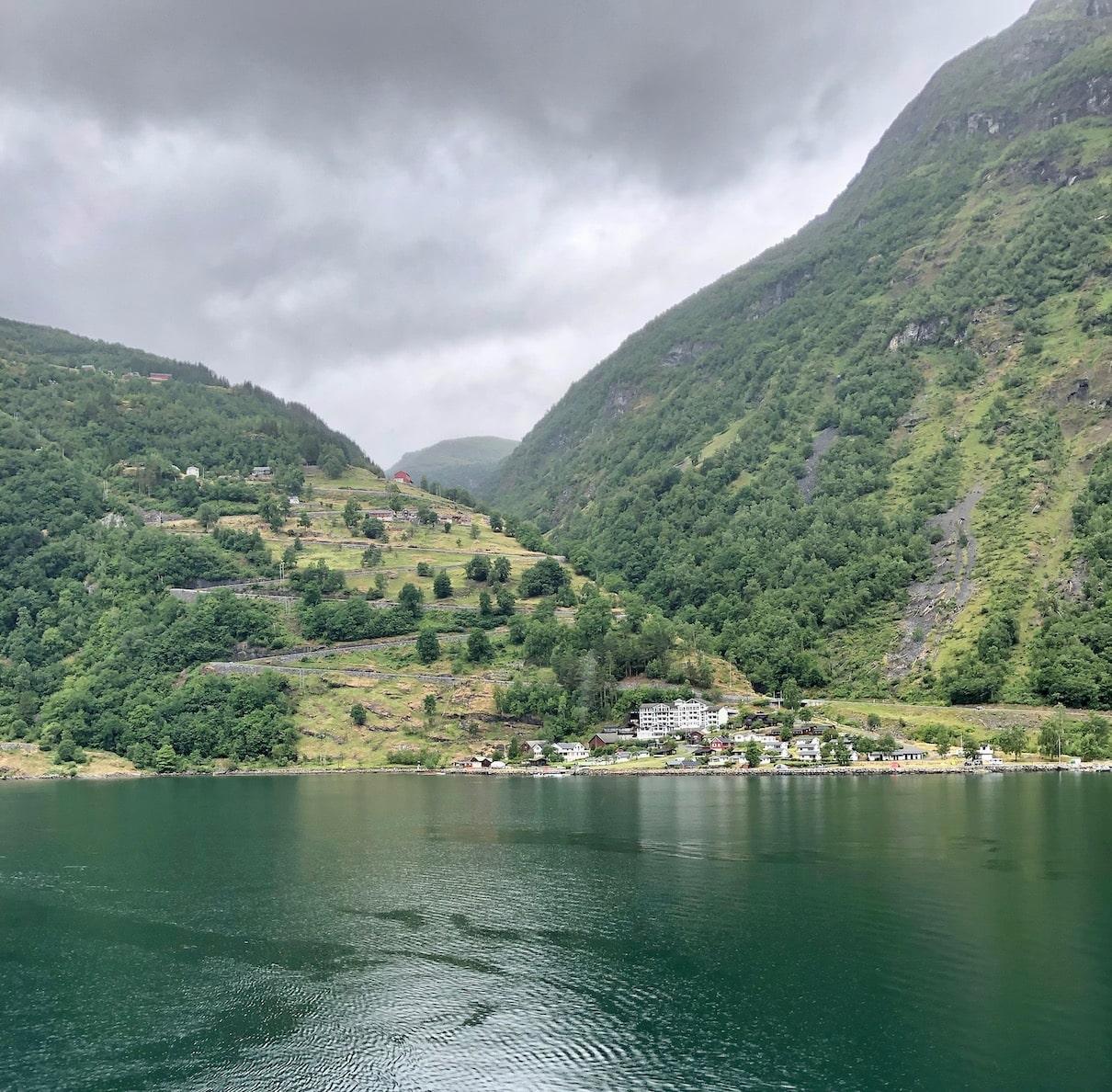 Geirangerfjorden, Hurtigruten
